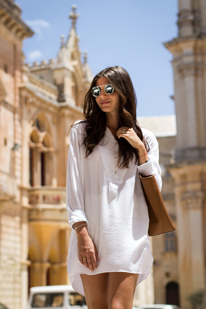 Larisa Costea is wearing mirrored sunglasses from ASOS, a white blouse from Zara and the bag is from Michael Kors