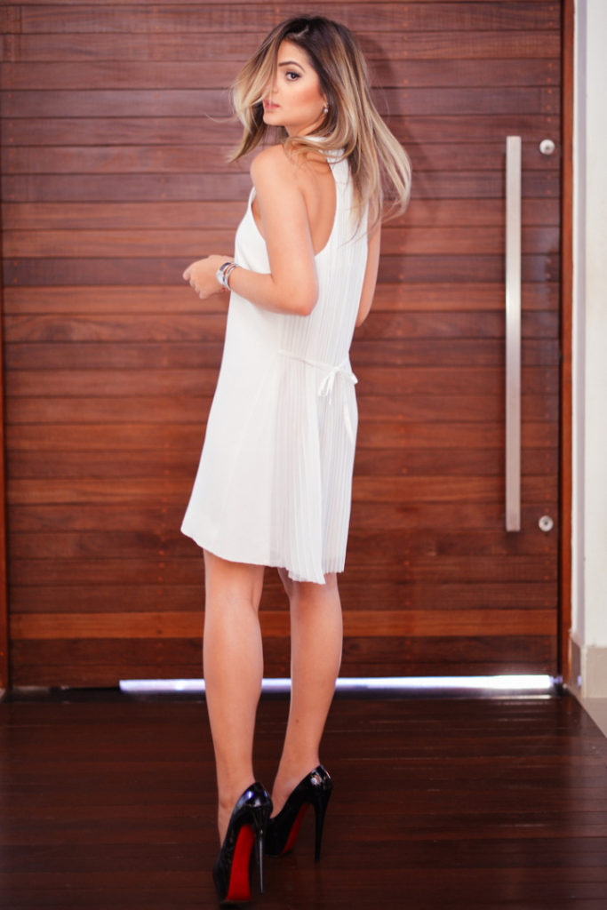 Thássia Naves is wearing a white summer dress from CD +