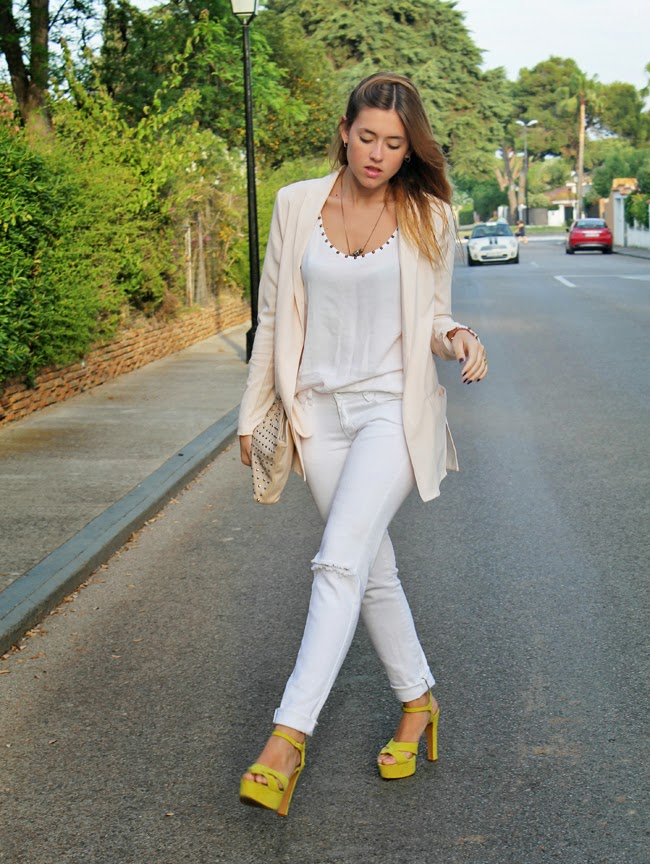 Amy Toks is wearing a nude blazer from H&M, shirt and shoes from Zara and jeans from Mango