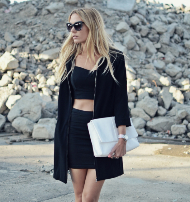 Tina Maria is wearing a blazer from Pulz Jeans, black crop top and mini skirt from Terranova, clutch from Everie Cph and sunglasses from & Other Stories