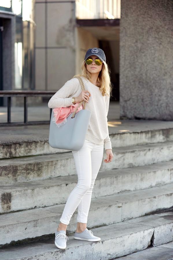 Katarzyna Tusk Is Wearing Cap From Marc O'Polo, Top From Pull & Bear, Trainers From Vagabond, Bag From O-Bag, Jeans From Mango And Sunglasses By Pepe Jeans