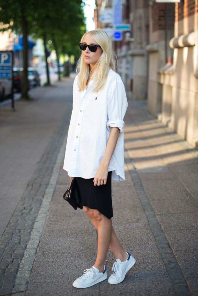 Ellen Claesson Is Wearing White Shirt From Ralph Lauren, Black Skirt From H&M, Sneakers From Stan Smith And A Bag From Céline