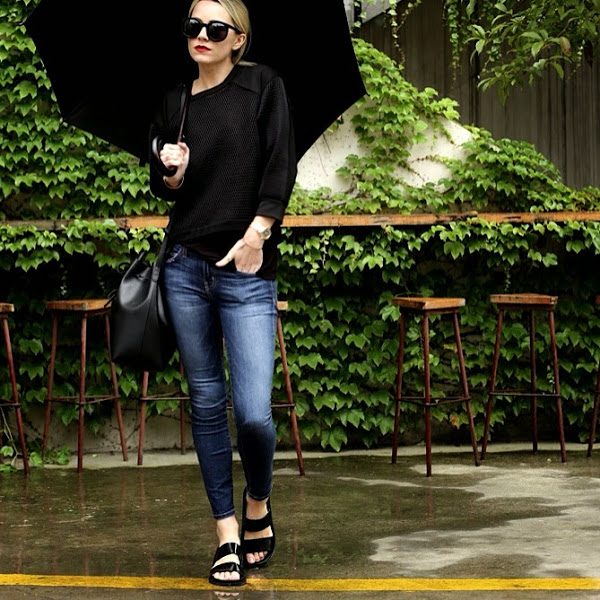Ann Taylor Is Wearing Jeans From Current/Elliott, Shoes From Zara, Sunglasses From Karen Walker And Bag From Mansur Gavriel