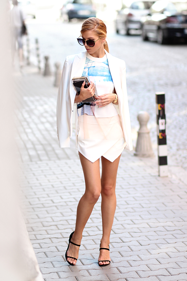 Sirma Markova is wearing a white blazer, asymmetrical skirt and sunglasses from Choies, paint splash T-shirt from Sheinside, sandals from Persunmall and transparent case from Woakao