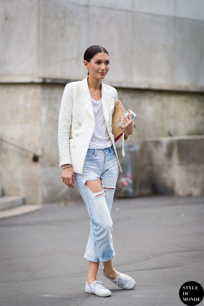 Diletta Bonaiuti is wearing a white blazer and ripped jeans Via Style Du Monde