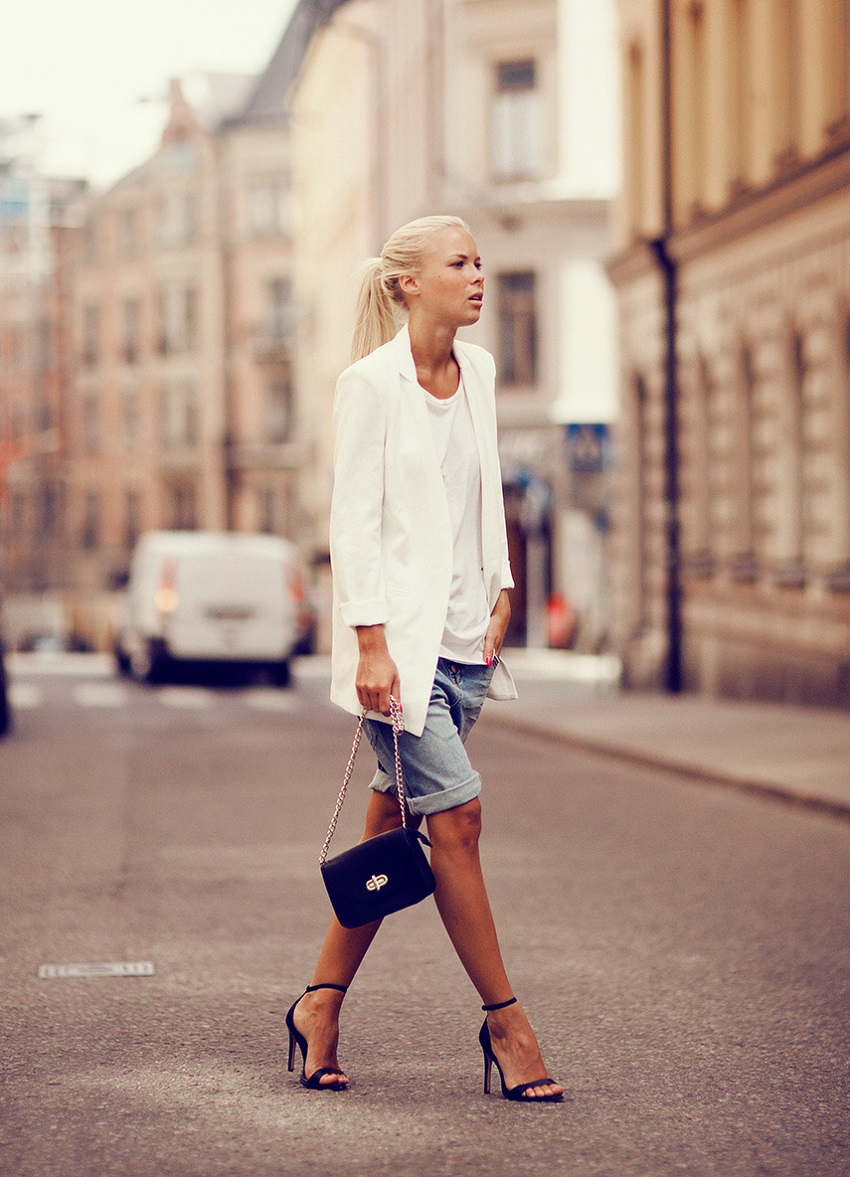 Victoria Tornegren Is Wearing A White Blazer From Romwe, Black Shoes From Zara, White Tank Top From Topshop And Bag From Accent