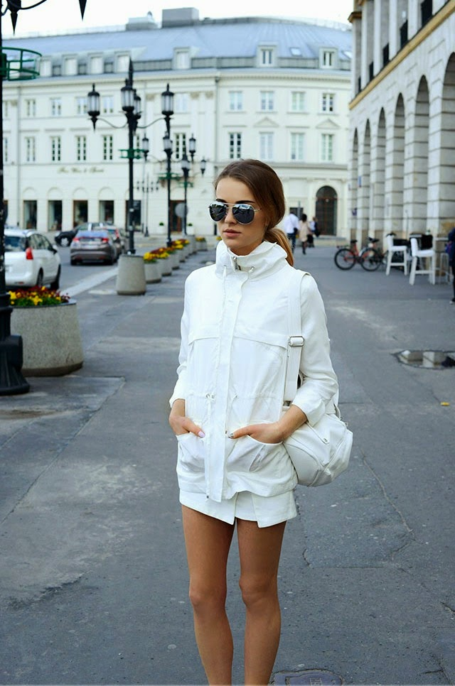 Julietta From Maffashion Wearing The White-On-White Fashion Trend With Backpack, Jacket And Sunglasses From Bershka