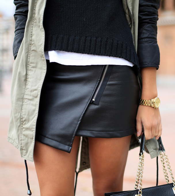 Jessie Chanes is wearing an asymmetrical black leather skirt from Sheinside