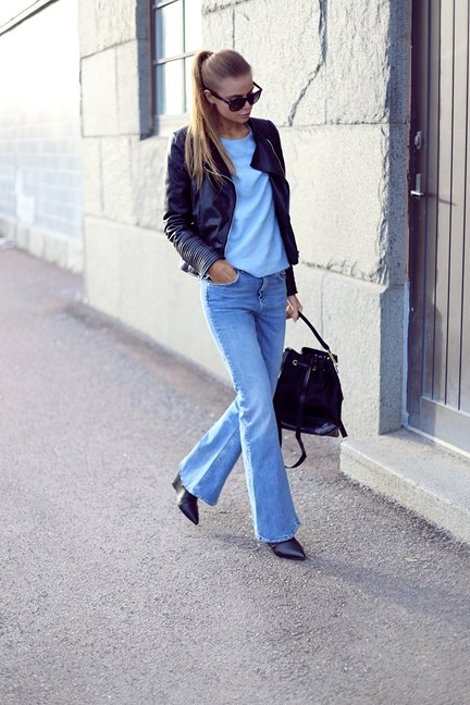Flare trend: Josefinestroms is wearing a pair of denim flared jeansv