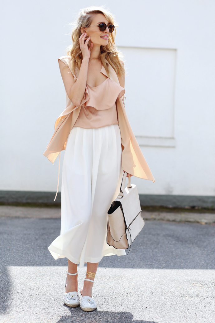 Choose white culottes for the ultimate summer style! These beautiful floaty culottes are perfect for creating a breezy summer look which will not only look gorgeous but will also keep you cool! Via Leonie Sophie. Culottes: French Connection, Top/Waistcoat/Shoes/Bag: Zara.
