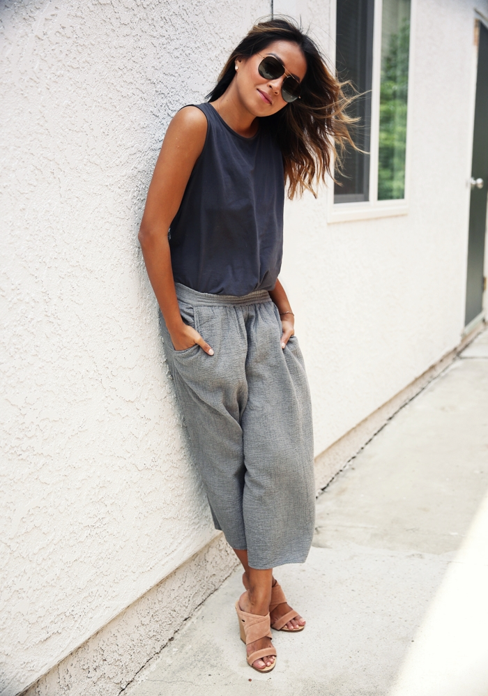 When this lady starts wearing culottes, it is time for you to go an ger yours. Via Julie Sarinana Tank Top: Julie Sarinana, Culotte Shorts: Aritzia, Mules: Rag & Bone