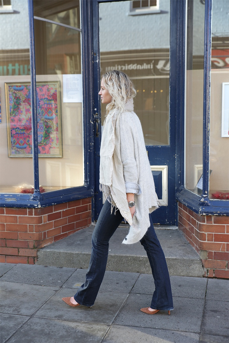 Anouk Yve is wearing a Marrakesh mid-rise flared jeans from MIH Jeans
