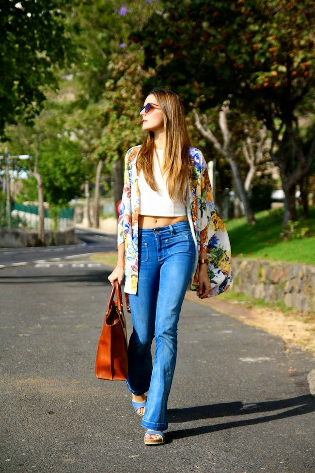 Marianela is wearing a floral kimono from In Love With Fashion, white crop top from Choies, flare jeans from Mango, sandals from Panama Jack, and sunglasses from Zero UV