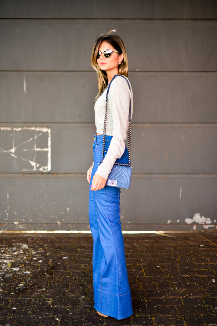 Thássia Naves is wearing flare jeans from Amapo, top from Zara, sunglasses from Rayban and bag from Chanel