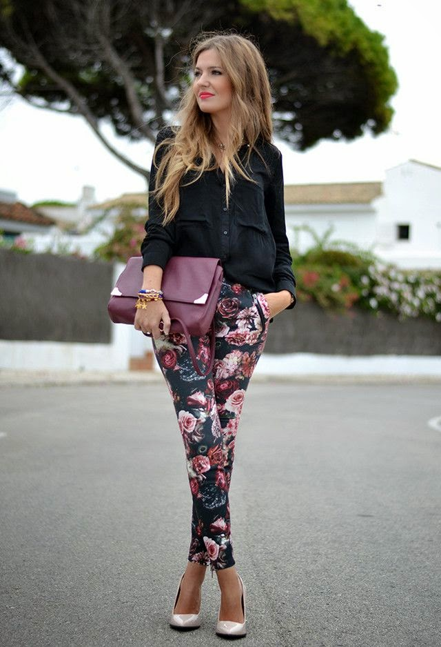 Helena Cueva Ramos is wearing a black skirt from Bershka, floral trousers from Zara and nude shoes from Stradivarius