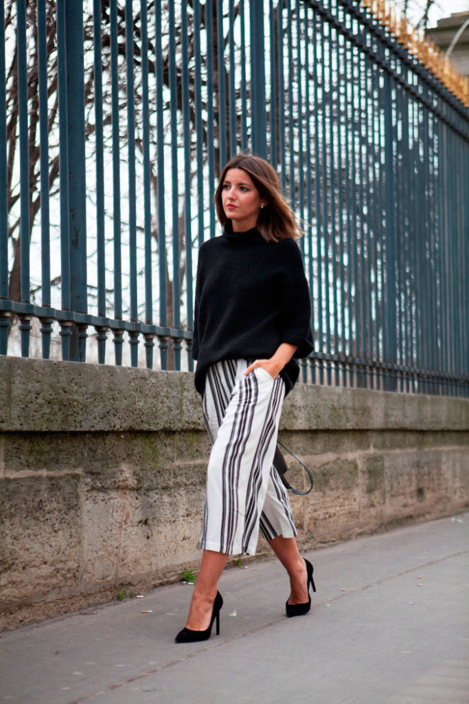 How To Style Culotte Shorts: Alexandra Pereira is wearing a pair of white and black culotte shorts with a black Zara turleneck