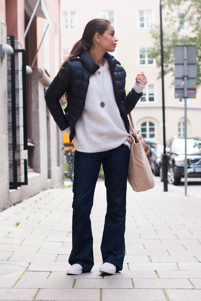 Damla Yaraman is wearing a jacket from Liu Jo, top from LessDesigns, flared jeans from H&M, bag from Mango and the shoes are from River Island