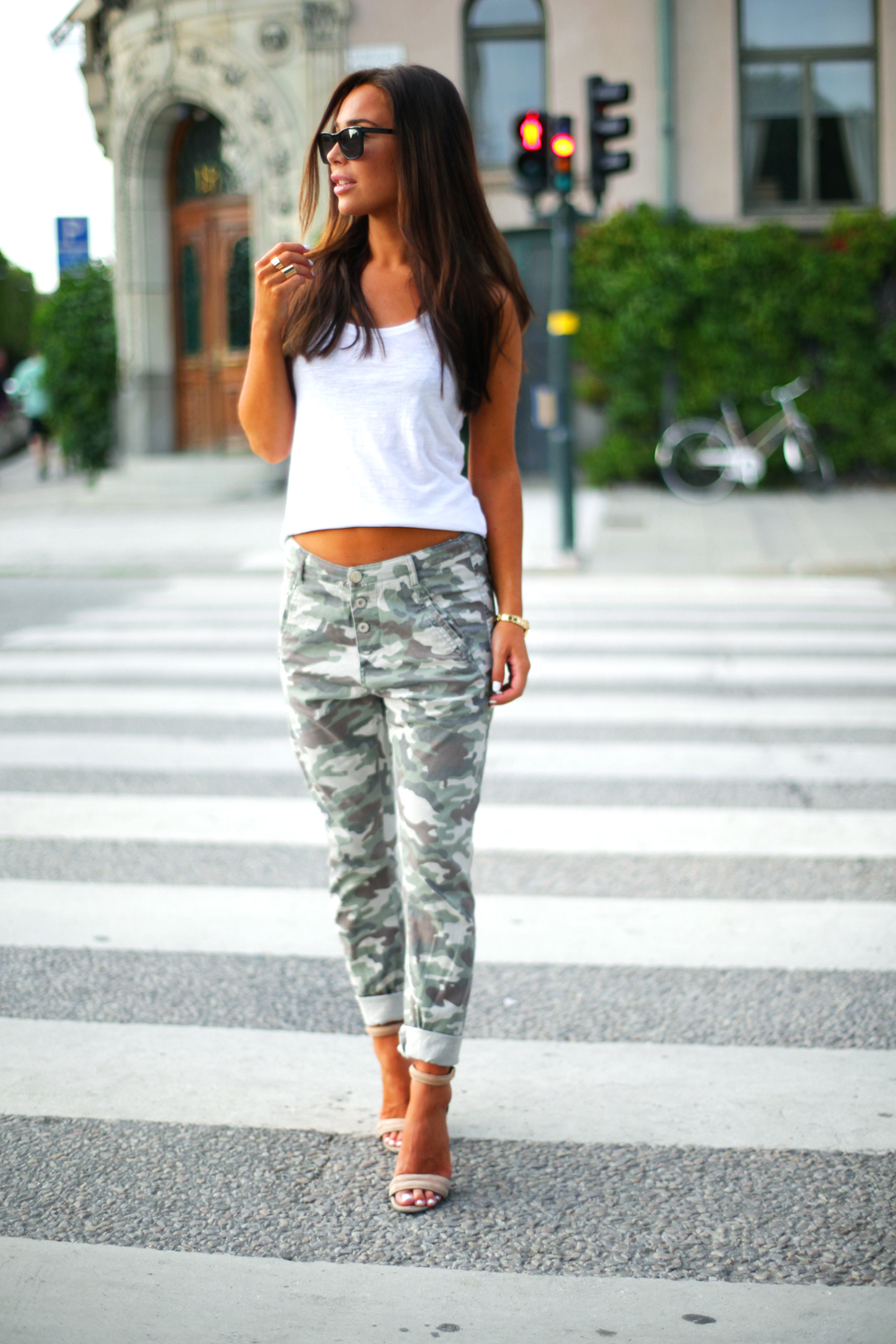 Johanna Olsson is wearing a camo pants from Lindex, top from Gina Tricot, shoes from Nicholas and sunglasses from Givenchy