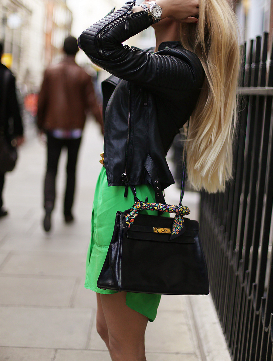 Celina Clausen is wearing a green dress, vintage bag from Hermes and a leather jacket from Zara