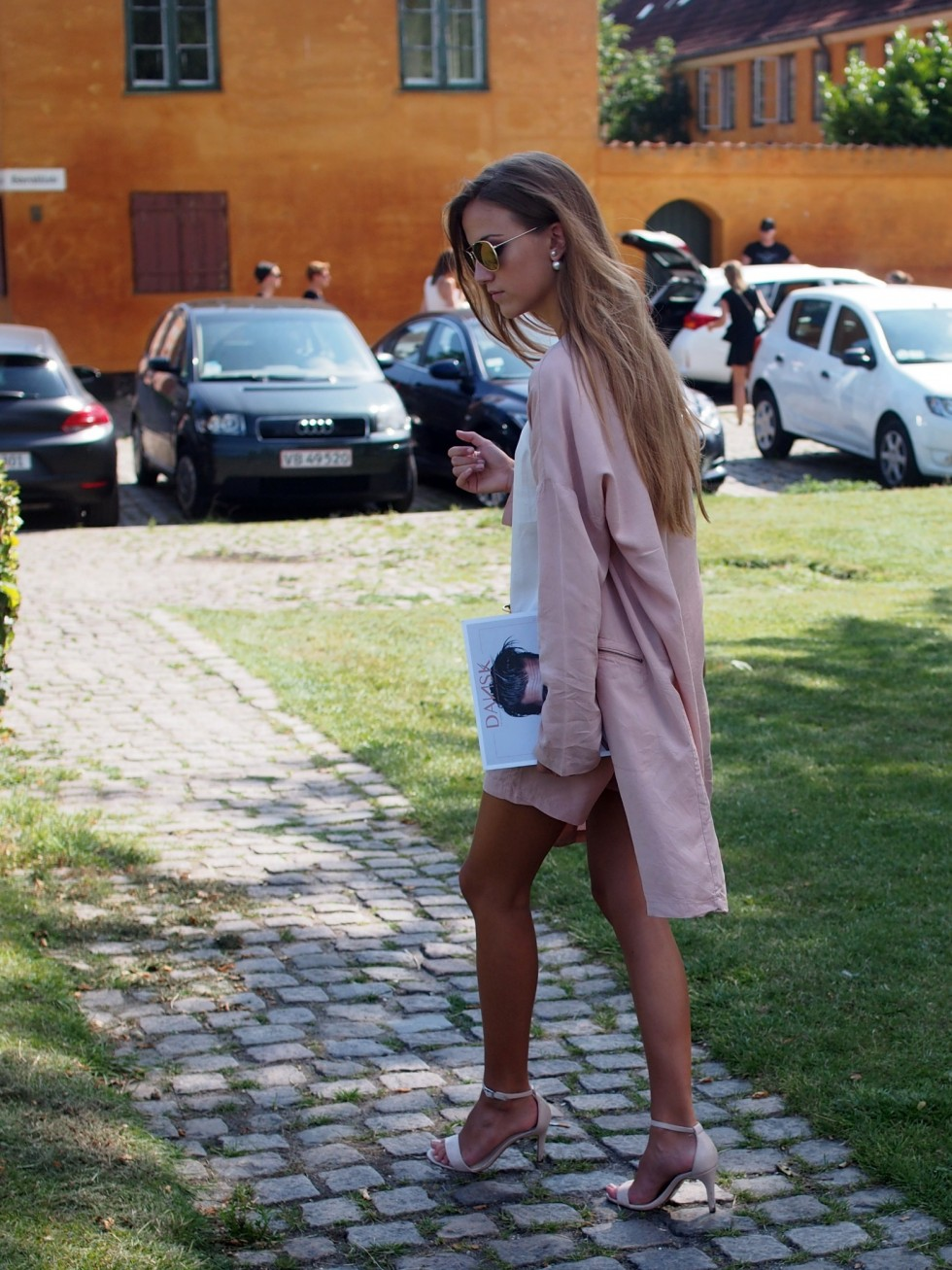 Sandra Willer is wearing pink pastels, a jacket and shorts from MBYM, top from Malene Birger, shoes from Aldo and the bag is from Balenciaga