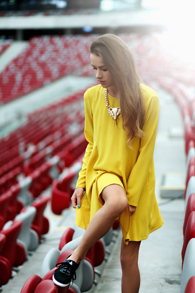 Julietta from Maffashion is wearing black trainers from Adidas and the yellow dress is from Zara