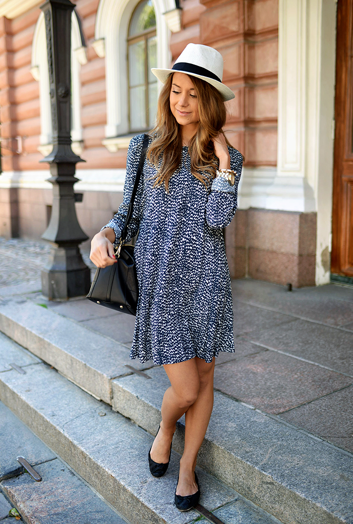 Marianna N is wearing a blue and white pattern print dress from Zara, bag from Furla, and ballerinas from Aldo