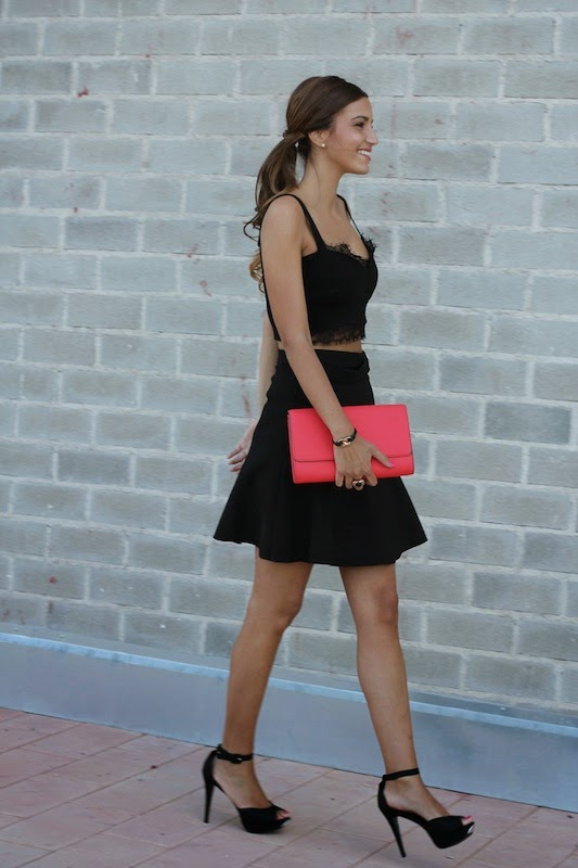 María Alejandra is wearing Top from SUITEBLANCO, skirt from Zara, Shoes from Megacalzado and the clutch is from H & M