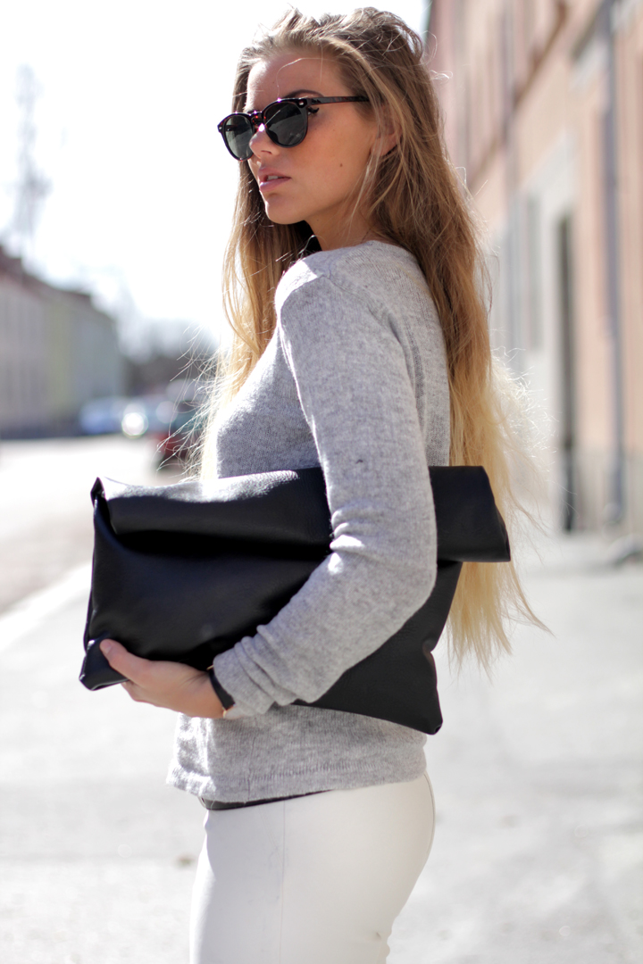 Frida Grahn is wearing a knit top from Weekday, bag from Madebyme and sunglasses from H&M