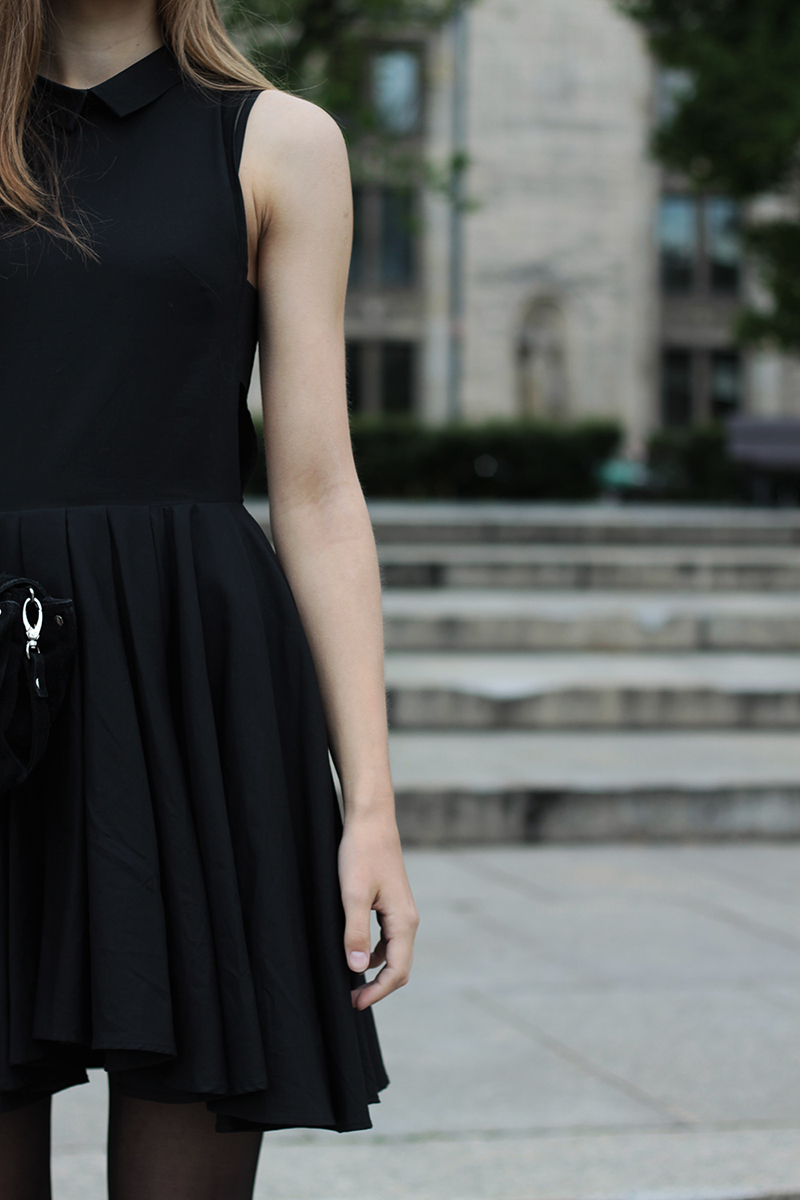 Karolina Sabala is wearing a black dress from H&M Trend