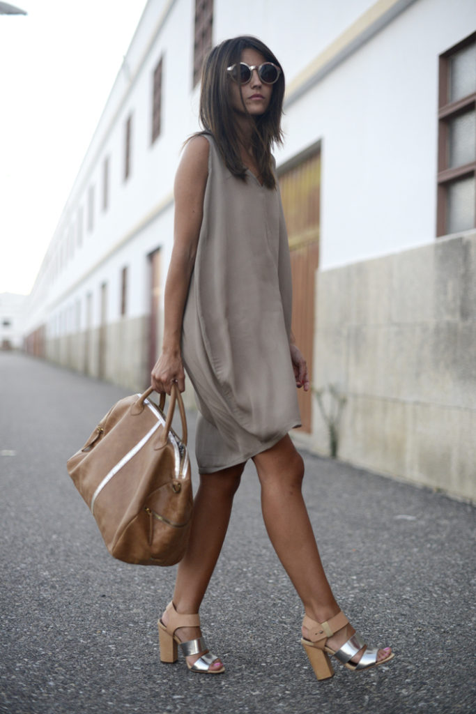 Alexandra Pereira is wearing a dress from Girissima, bag from Bgo & Me, sandals from Sam Edelman and sunglasses from ASOS