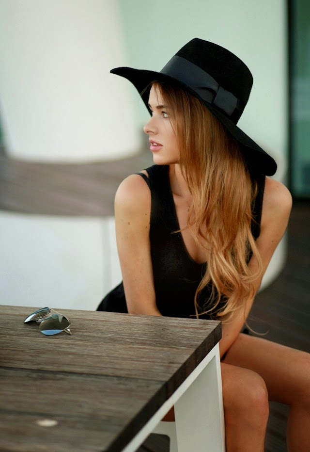 Julietta is wearing a black hat from Zalando, top from H&M, and the shorts are from Monash