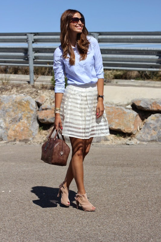 Maria Alejandra is wearing a a light blue shirt from Chicnova, sheer skirt from SammyDress and the shoes are from LovelyShoes