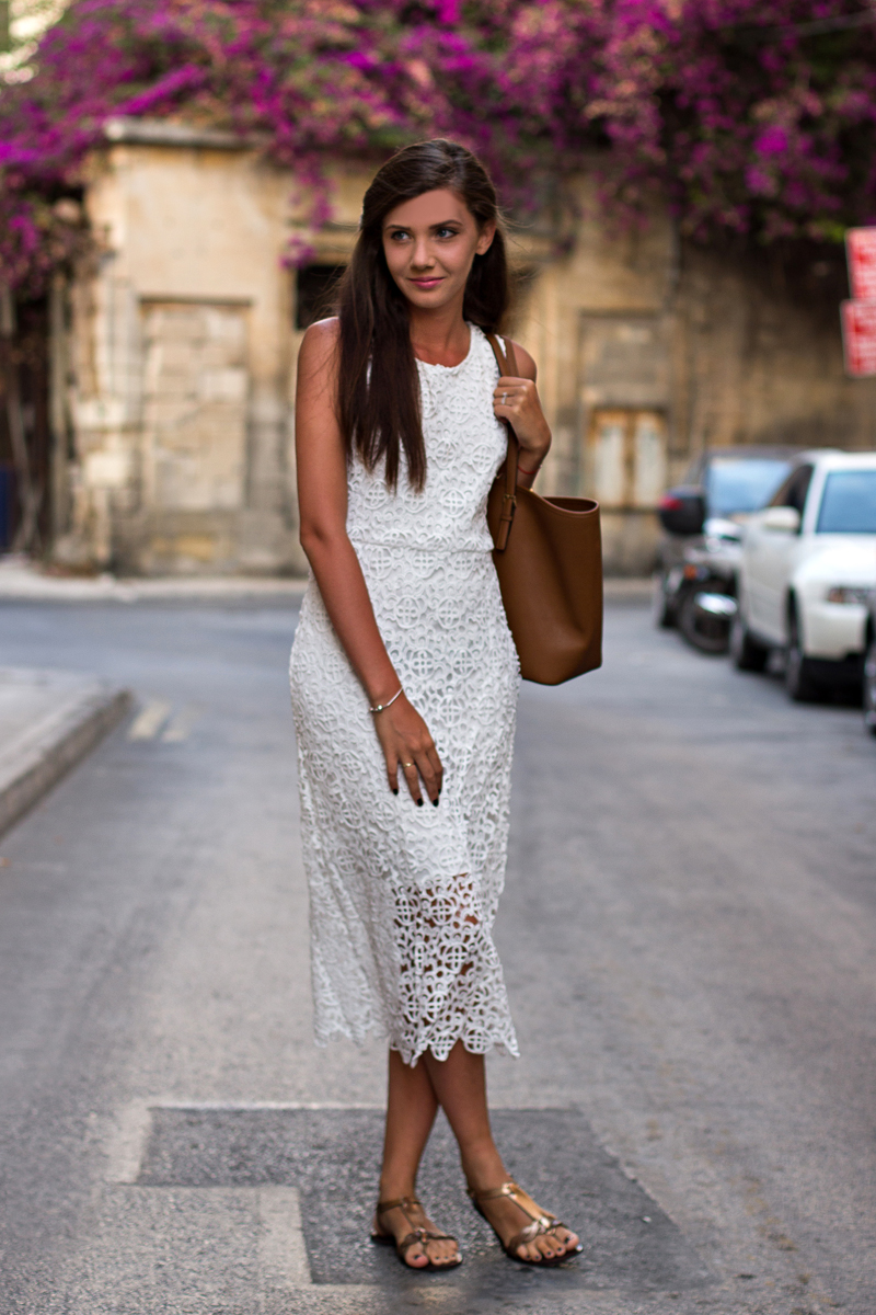 Larisa Costea is wearing a whote crochet dress from Sheinside, tote from Michael Kors and the sandals are from ASOS