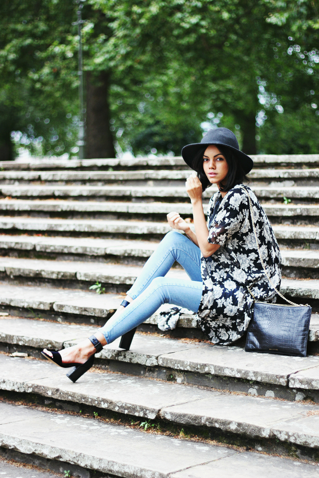 Jazmine Rocks is wearing a black and white floral kimono from Brandy Melville, bag from whistles, hat from Miss Selfridge and jeans and shoes both from TopShop