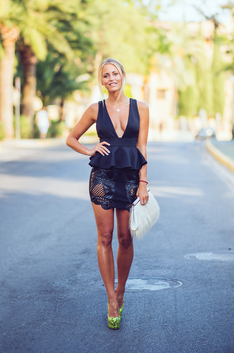 Janni Deler is wearing a dark blue peplum top and a skirt from River Island, shoes from Gianmarco Lorenzi