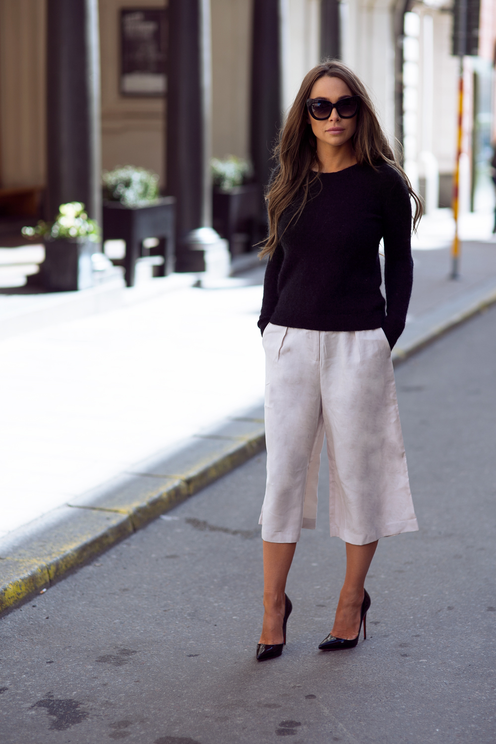 Johanna Olsson is wearing a pair of creme Dagmar culotte shorts for spring