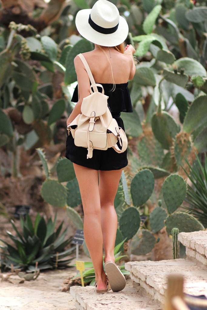 Sirma Markova is wearing a ruffle top from Zara, shorts from Stradivarius, backpack from Choies and a hat from Parfois