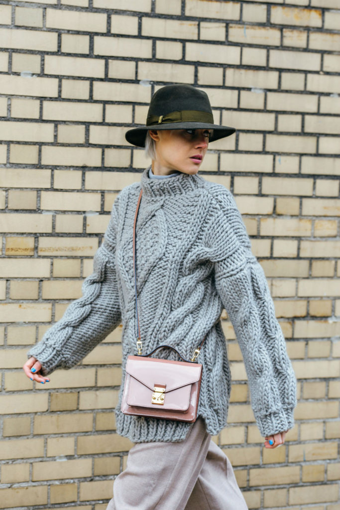 Linda tol is wearing an oversized grey knitted jumper