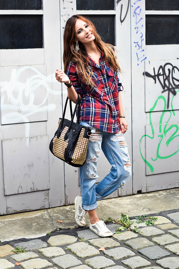 Daisy is wearing shoes from River Island, jeans from TopShop, plaid shirt from SheInside and a studded bag