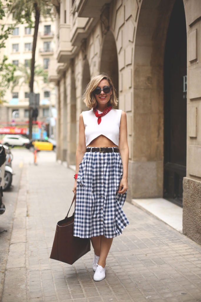 Gingham Fashion Trend: Priscila Betancort is wearing a navy and white gingham Stradivarius mid length skirt