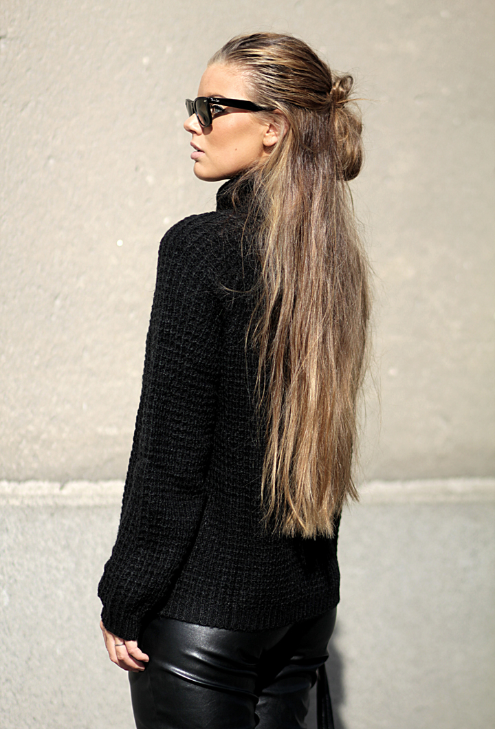 Frida Grahn is wearing a heavy knit turtleneck from Ellos