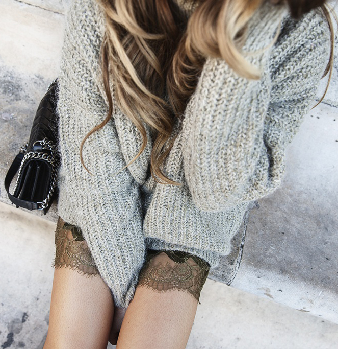 Just The Design: Angelica Blick is wearing a grey oversized knit jumper and bag from Zara and shorts from H&M
