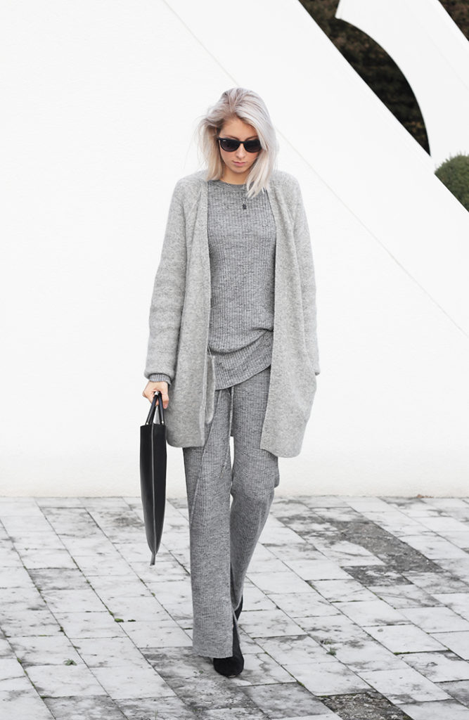 Joyce Croonen is wearing all grey, cardigan from H&M, knitted set from Zara, mules from Alexander Wang mules and the bag is from Building Block