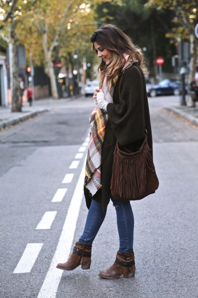 Natalia Cabezas is wearing a khaki ripped oversized knit cardigan from Asos