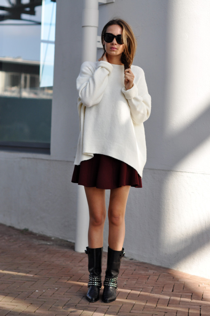 Kelly Elise is wearing a white knit top and skirt from Zara, boots from Diesel and sunglasses from Anine Bing
