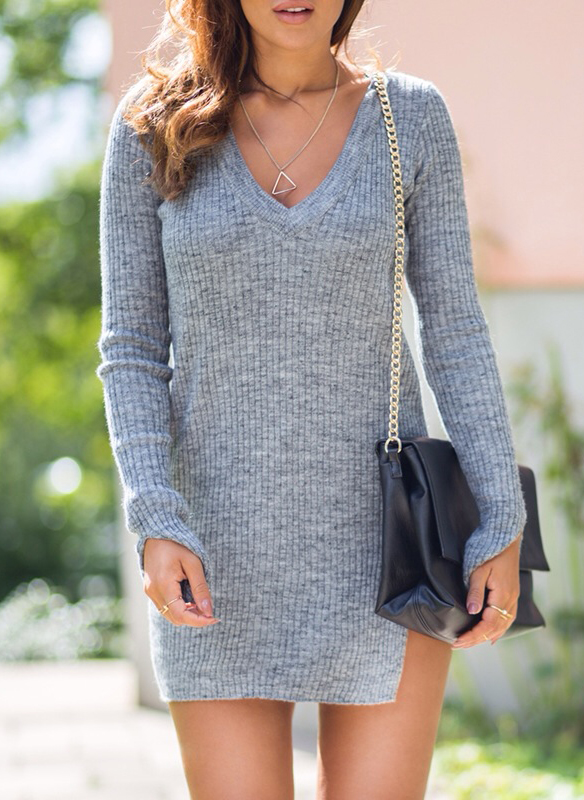 Sharareh Sophia Hosseini is wearing a grey knit cardigan from Zara and purse from BikBok