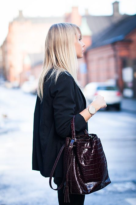 Charlotte Hellberg is wearing a blazer from COS and trousers and bag from Zara