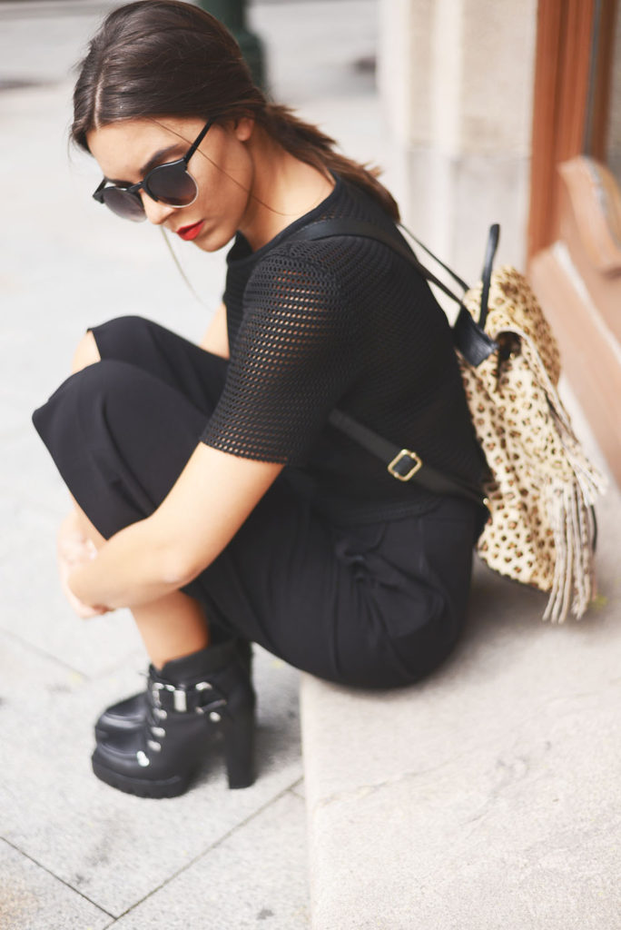 Carla Estévez Marcos is wearing all black, mesh top and boots from Zara, culotte shorts from Asos, leopard print backpack from TopShop and the sunglasses are from Zero UV