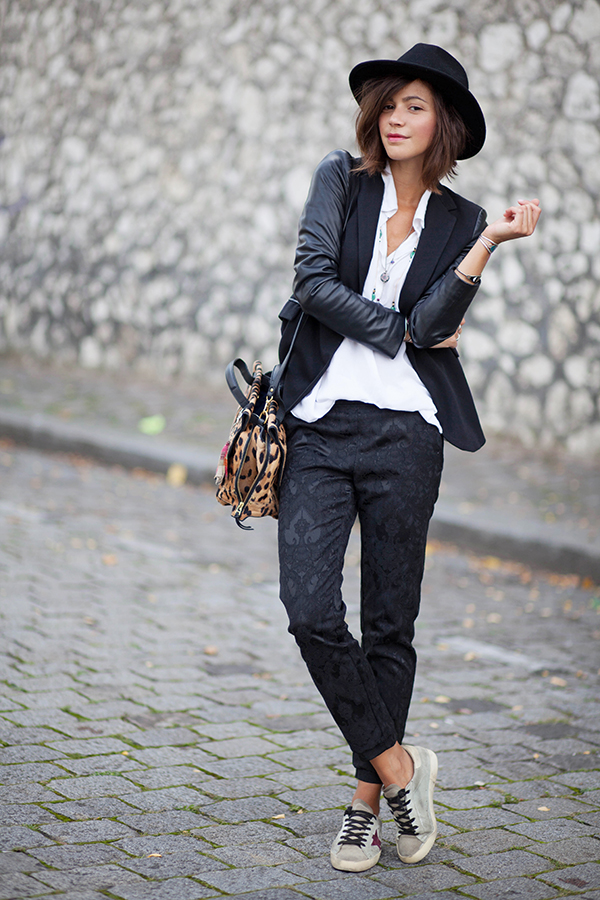 Zoé Alalouch is wearing a black blazer from Zara, white shirt from Brandy Melville, trousers from H & M and the bag is from Jerome Dreyfuss