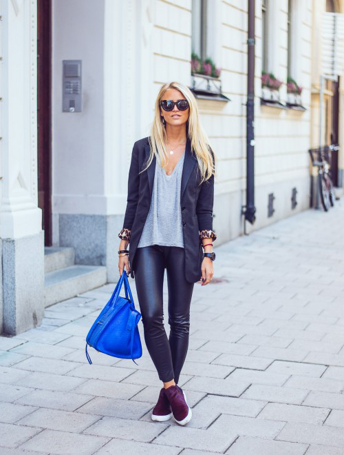 Janni Deler is wearing a low V-neck T-shirt from Brandy Melville, bag from Céline and shoes from Zara